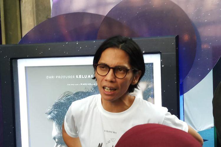Sutradara Nanti Kita Cerita Tentang Hari Ini, Angga Dwimas Sasongko saat ditemui di XXI Epicentrum, Kuningan, Jakarta Selatan, Kamis (19/12/2019).