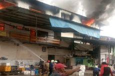 Gudang Toko Bangunan di Pluit Dilalap Si Jago Merah