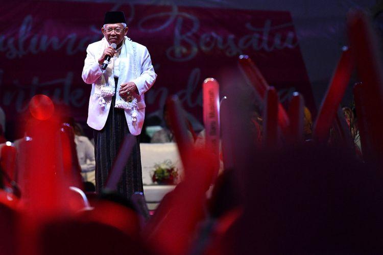 Cawapres nomor urut 01 Maruf Amin menyampaikan pidato kebangsaan dalam kegiatan Muslimah Bersatu Untuk Indonesia di Istora Senayan, kompleks GBK, Jakarta, Minggu (24/2/2019). Dalam acara yang diadakan Arus Baru Muslimah tersebut dideklarasikan dukungan untuk pasangan Capres-Cawapres nomor urut 01 Joko Widodo-Maruf Amin dalam Pemilu 2019. ANTARA FOTO/Sigid Kurniawan/aww.