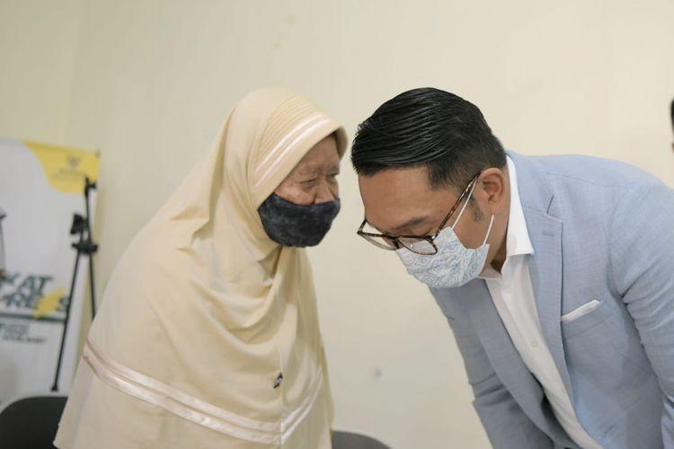 Gubernur Jawa Barat Ridwan Kamil Tahrib Ramadan bersama para lansia di Panti Sosial Tresna Werdha Budi, di Jalan Sancang, Kota Bandung, Sabtu (10/4/2021).