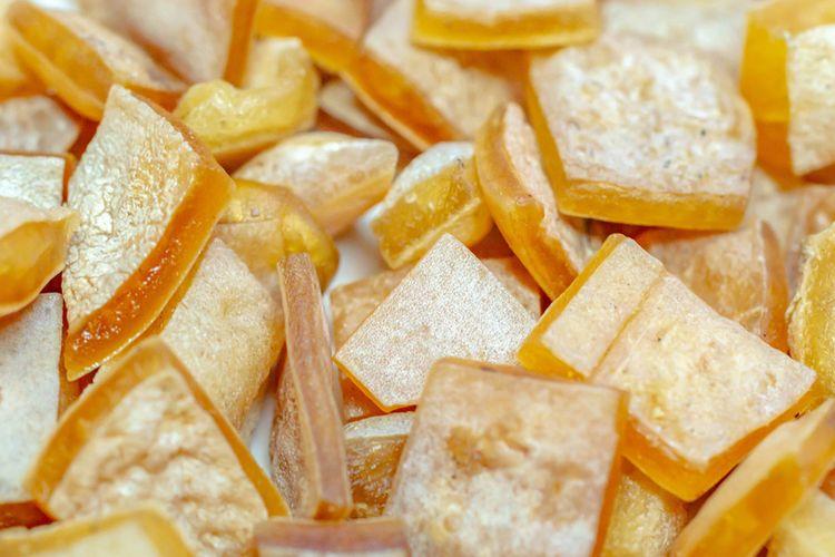Ilustrasi kerupuk rambak mentah yang jadi bahan sambal goreng krecek