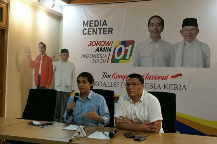 Wakil Sekretaris TKN Jokowi-Maruf, Raja Juli Antoni, dalam konferensi pers di Posko Cemara, Senin (3/12/2018).