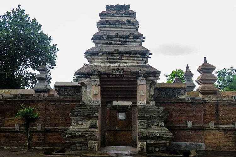 Gerbang Berbentuk Unik Di Masjid Gedhe Mataram, Yogyakarta.