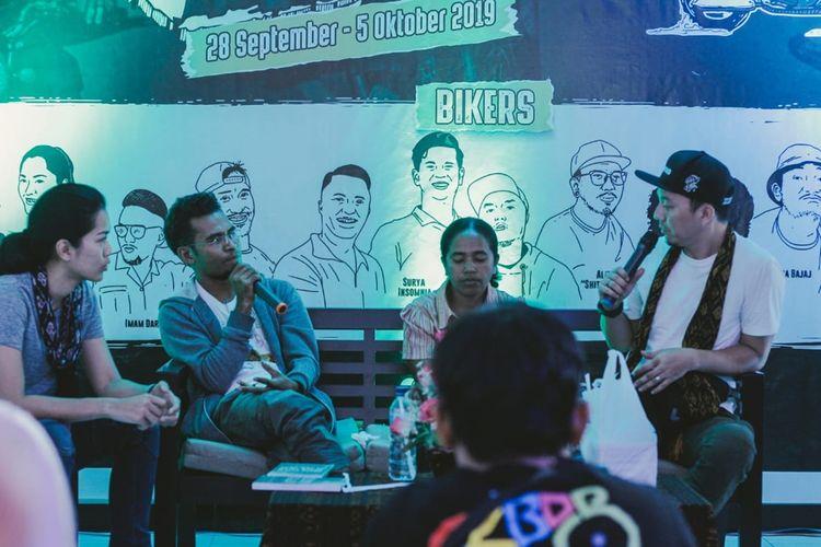Artis Prisia Nasution bertemu dengan Ketua KKI Peduli Orang Dengan Gangguan Jiwa NTT di Kabupaten Ende, Flores, NTT, Selasa, (1/10/2019).