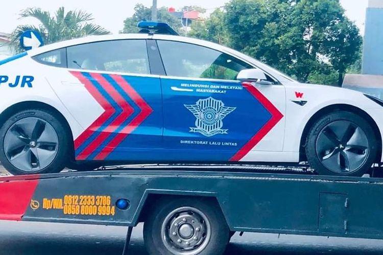 Polisi Ikutan Go Green Pakai Mobil Listrik Tesla Model 3