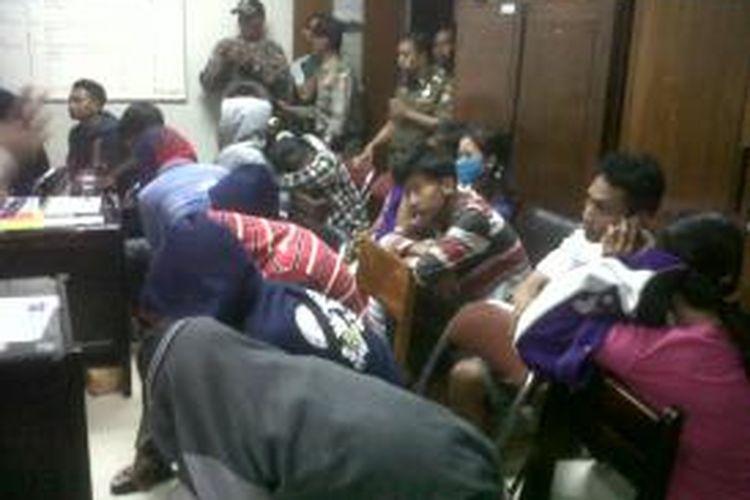 Beberapa pelajar yang tertangkap mesum. Kompas.Com/slamet priyatin