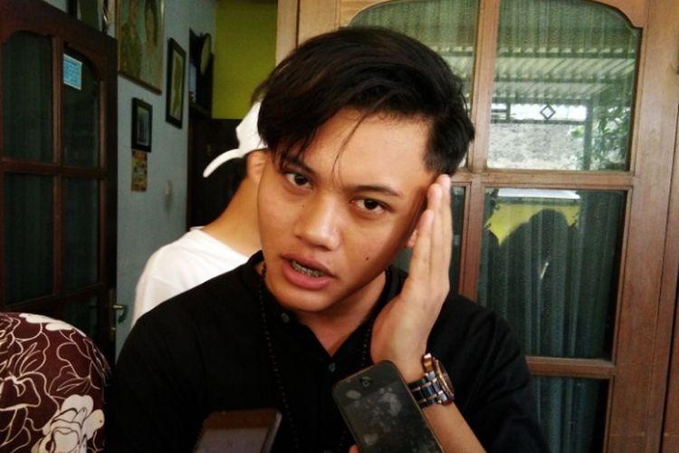 Solois Rizky Febian saat ditemui di kediaman almarhum kakeknya, Jalan Kamarung, Kota Cimahi, Jawa Barat, Rabu (11/10/2017).
