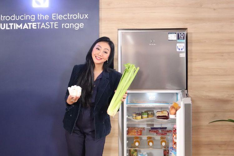 Aktris Asri Welas, brand ambassador Electrolux.