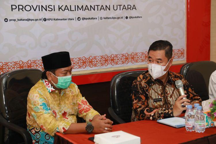Pjs Gubernur Kaltara Teguh Setyabudi bersama ketua KPU Kaltara Suryanata Al Islamy (Humas Pemprov)