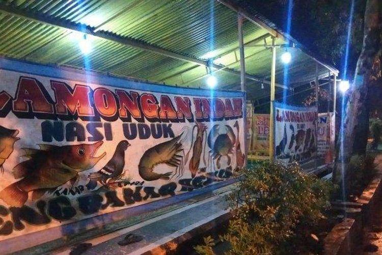 Warung lesehan Lamongan Bu Anny di Jalan Hos Cokroaminoto, Kecamatan Slawi, Kabupaten Tegal yang mendadak viral hingga dicibir warganet karena harganya yang terlalu mahal, Rabu (29/5/2019). ((TRIBUN JATENG/AKHTUR GUMILANG))