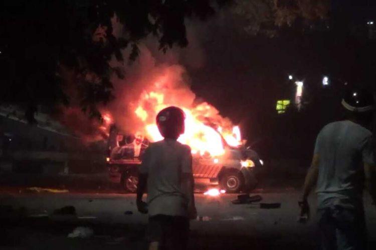 Pembakaran mobil Ambulance Gratis Nasdem, Kamis (22/10/2020) malam.