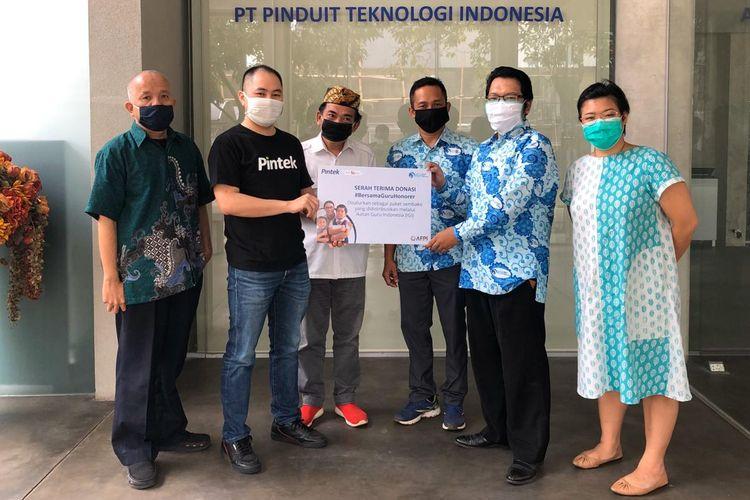 Pintek berkolaborasi bersama IGI (Ikatan Guru Indonesia) untuk membantu distribusi donasi berupa kebutuhan pokok sembako kepada guru honorer yang membutuhkan, Rabu (27/5/2020).