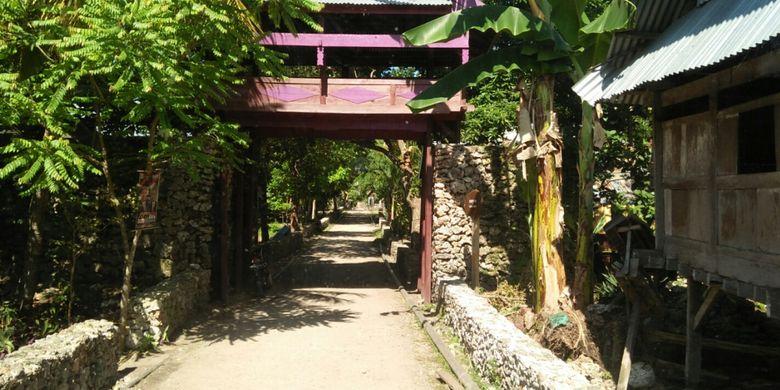 Gerbang Benteng Liya, warisan budaya Kesultanan Buton, di Pulau Wangi-Wangi, Waktobi, Sulawesi Tenggara.