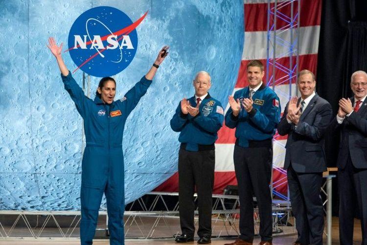 Jasmin Moghbeli saat wisuda dari NASA Space Center di Houston, AS
