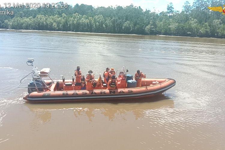 Tim SAR dari Timika ketika akan melakukan pencarian dua nelayan hilang di perairan antara Asmat dan Timika, Selasa (12/5/2020)