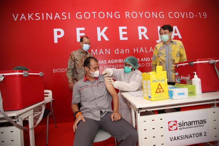 Kick off Vaksin Gotong Royong di Marunda Refinery Sinar Mas Agribusiness and Food dipantau langsung oleh Presiden Joko Widodo(18/5/2021)