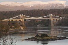 Hari Ini dalam Sejarah: Jembatan Gantung Modern Pertama Dunia Resmi Dibuka