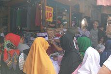 Seragam Sekolah Diburu Orangtua Murid di Pasar Jatinegara