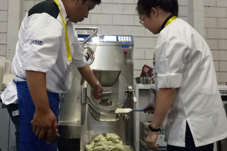 Mesin gelato dari Italia,  yang digunakan Angelica, saat lomba gelato pertama di Indonesia dalam acara SIAL Interfood, Kamis (23/11/2017).