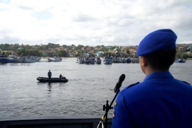 Memperingati hari Kemerdekaan Indonesia yang ke-73, puluhan kapal nelayan di Kota Baubau, Sulawesi Tenggara melaksanakan upacara di atas laut perairan Kota Baubau.