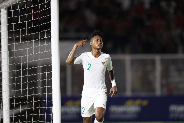 Pemain timnas U-19 Indonesia, Bagas Kaffa, membobol gawang timnas U-19 Hong Kong di Stadion Madya, Jakarta Pusat, Jumat (8/11/2019), pada