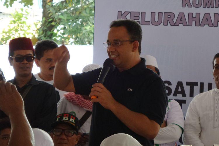 Calon gubernur DKI Jakarta Anies Baswedan saat silaturahim dengan relawan Rumah Djoeang di Karet, Setiabudi, Jakarta Selatan, Sabtu (8/4/2017).