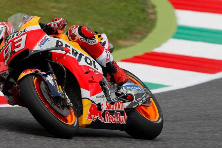 Aksi Marc Marquez saat menjalani sesi latihan bebas ketiga MotoGP Italia 2018, Sabtu (2/6/2018).