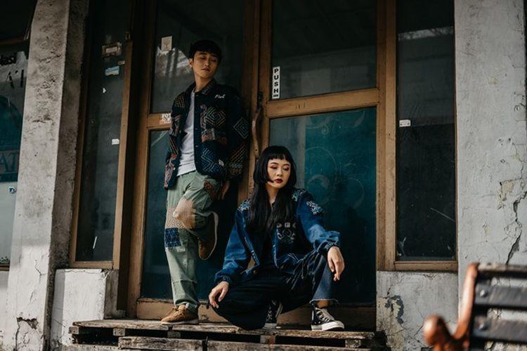 Jaket tenun karya Rawtype Riot.