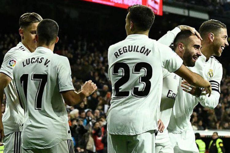 Sergio Reguilon bersama pemain Real Madrid saat merayakan gol, Selasa (23/4/2019)