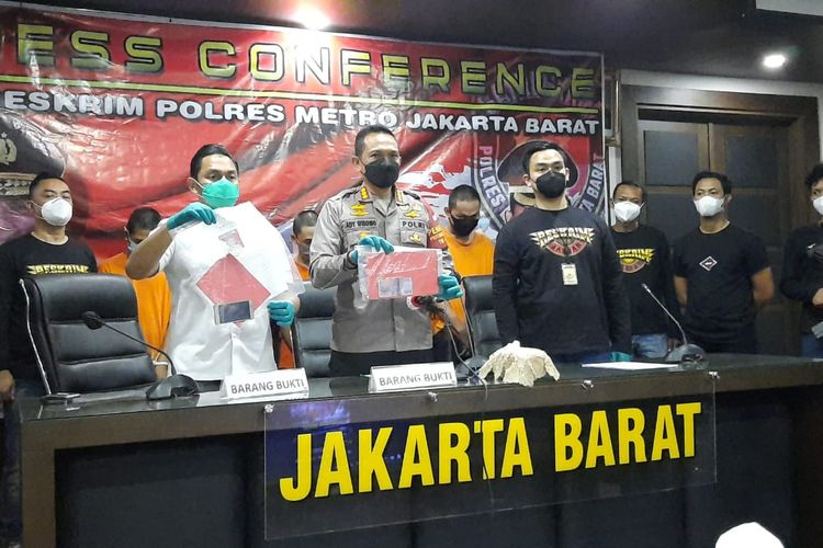 Konferensi pers penangkapan lima orang pelaku begal di Cengkareng pada Selasa (2/2/2021).