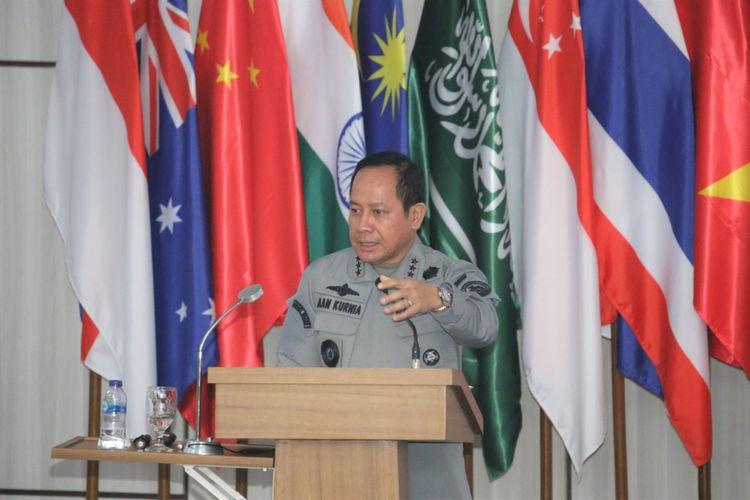 Kepala Badan Keamanan Laut (Bakamla) Laksdya TNI Aan Kurnia saat menjadi pembicara dalam diskusi dk Seskoal, Jakarta Selatan.