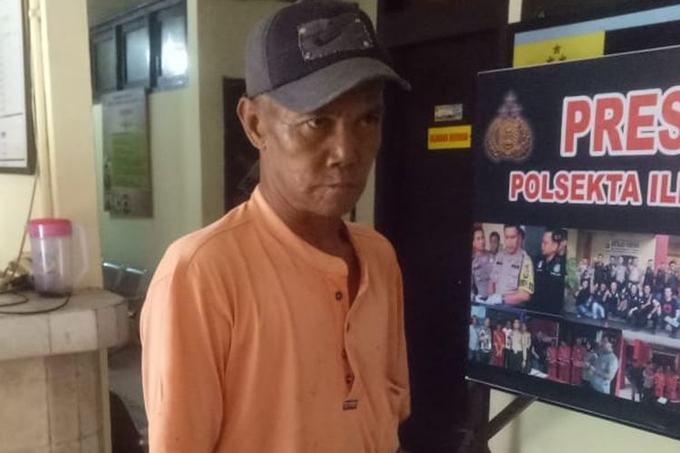 Ridwan (55) penarik bentor yang menjadi korban perampokan bos toko emas ketika berada di Polsek Ilir Timur I Palembang, Sumatera Selatan, Rabu (3/4/2019).