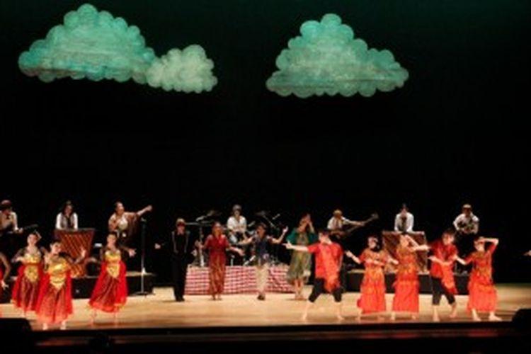 Persiapan khusus dirancang, terutama untuk menghadapi Grand Show, yaitu pertunjukan kolosal tari tradisional dan musik Indonesia yang dikemas apik dalam sebuah drama sebagai puncak Indonesia Week 2013 pada Jumat (28/6/2013) malam nanti.