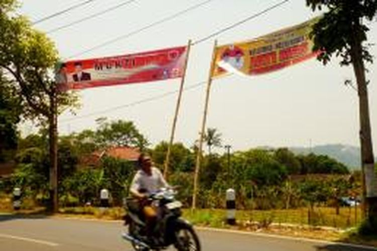 Sejumlah alat peraga kampanye (APK) resmi yang dipasang oleh KPU Kabupaten Semarang mengalami kerusakan.