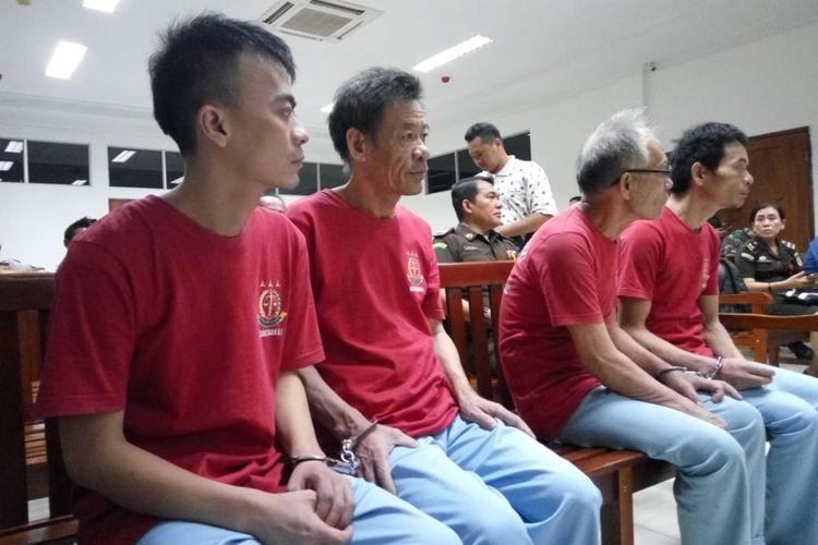 Empat tersangka WNA asal China Daratan yang melakukan penyelundupan narkotika golongan I jenis sabu di kapal ikan berisi jaring ketam asal Taiwan dengan bendera Singapura KM 61870 Penuin Union yang digelar di Pengadilan Negeri (PN) Batam, Selasa (30/10/2018) dituntut hukuman mati.