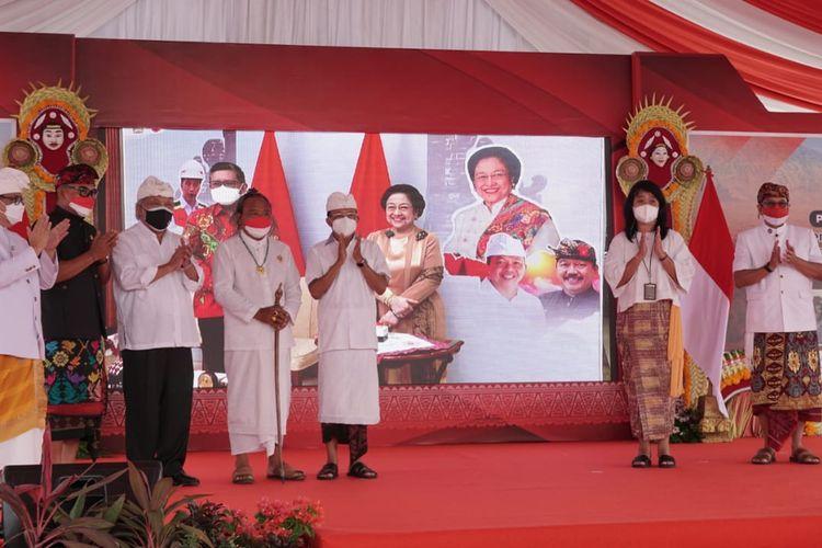Acara groundbreaking pengerjaan Kawasan Pelindungan Kawasan Suci Pura Agung Besakih, Karangasem, Bali pada (18/8/2021) pagi.