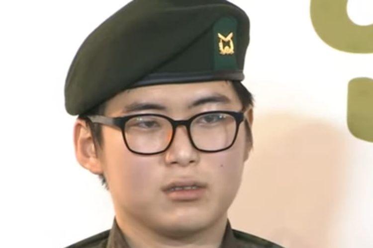 Byun Hee-soo (23) tentara transgender pertama Korea Selatan. [SS/Youtube/Arirang News]