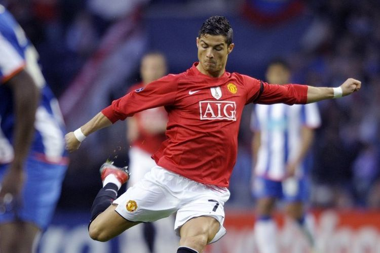 Cristiano Ronaldo saat masih berseragam Manchester United pada laga perempat final Liga Champions melawan FC Porto musim 2008-2009.
