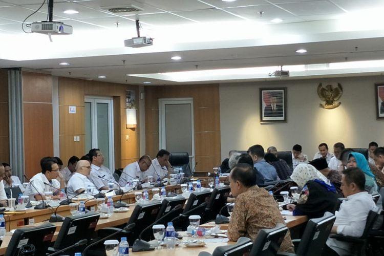 Suasana rapat Badan Anggaran (Banggar( DPRD DKI membahas rancangan APBD Perubahan 2018 di gedung DPRD DKI Jakarta, Jalan Kebon Sirih, Rabu (29/8/2018).