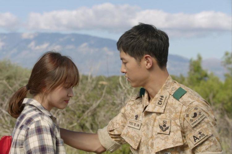 Song Hye Kyo (kiri) dan Song Joong Ki dalam drama seri televisi Descendants of the Sun. Dua bintang top Korea Selatan itu berencana menikah pada 31 Oktober 2017.