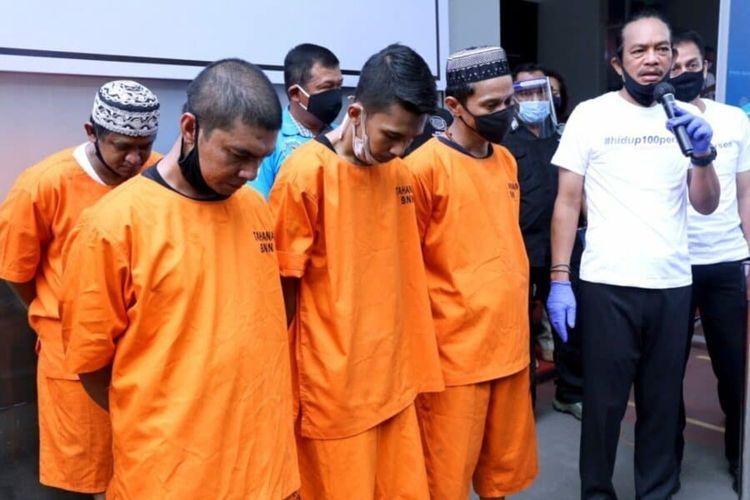 Para tersangka penyelundupan narkotika saat konferensi pers di Kantor BNN, Jakarta Timur, Kamis (18/6/2020).
