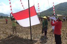 Peringati Kemerdekaan, Petani Trenggalek Gelar Upacara di Tengah Sawah