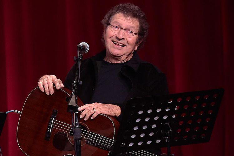 Penulis dan penyanyi Mac Davis meninggal dunia