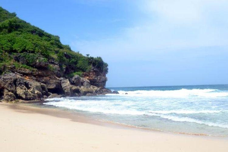Pantai Srau, salah satu pantai indah di Kabupaten Pacitan, Jawa Timur.