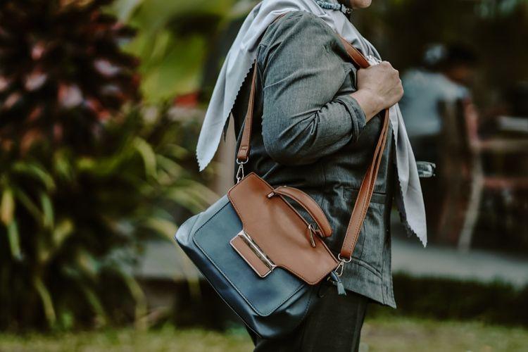 Salah satu tas layak pakai yang akan dijual pada Bazar Senyaman PS Sleman pada Sabtu (8/5/2021), di Omah PSS, Yogyakarta.