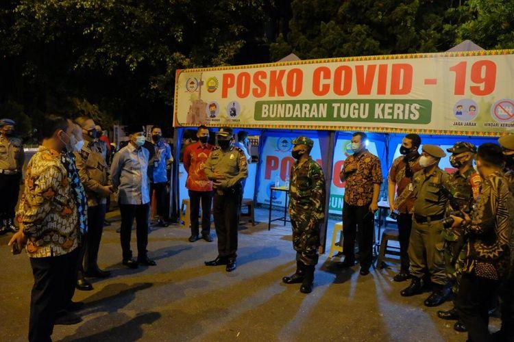Satgas penanganan Covid-19 Riau mendirikan posko di kawasan jajanan dan kuliner di Kota Pekanbaru, Riau.