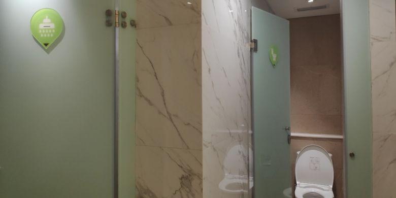 Kamar mandi di Whiz Capsule, Hotel Kapsul dari Intiwhiz Hospitality Management dibuka di Jakarta.