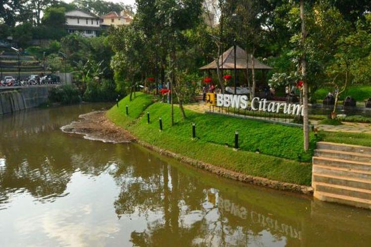 Teras Cikapundung sebagai bagian dari program Restorasi Sungai Cikapundung diresmikan oleh Direktur Jenderal Sumber Daya Air Kementerian Pekerjaan Umum dan Perumahan Rakyat (PUPR) Mudjiadi pada Sabtu (30/1/2016).