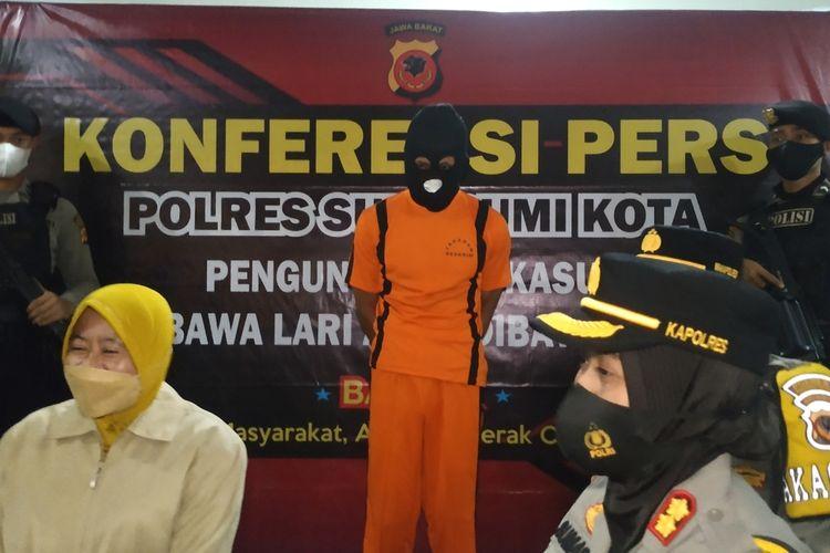 Kepala Polres Sukabumi Kota AKBP Sumarni (kanan) saat konferensi pers perkara penculikan anak di Sukabumi, Jawa Barat, Selasa (25/5/2021).