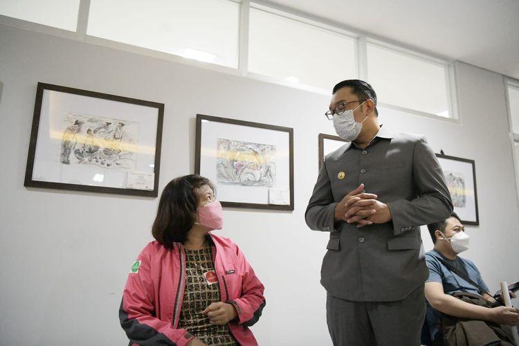Gubernur Jabar Ridwan Kamil saat meninjau pelaksanaan vaksinasi COVID-19 berbagai lintas agama di Universitas Muhammadiyah, Kota Bandung, Senin (26/7/2021).